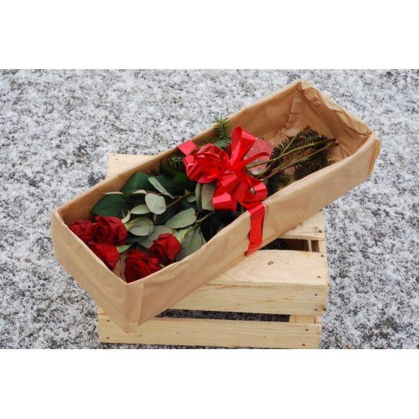 5 роз в коробке