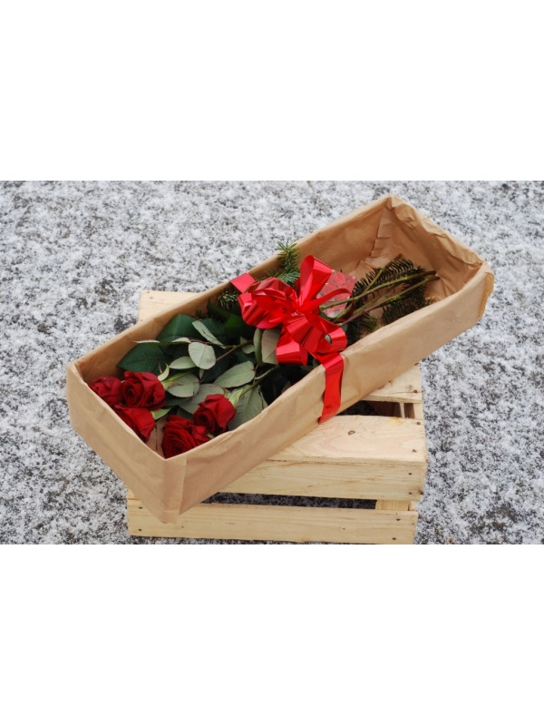 5 roses in a box