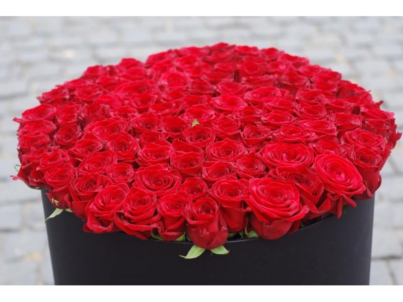 Дуже велика коробка троянд