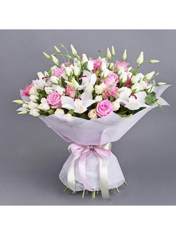 біло-рожевий трояндо-еустомовий букет