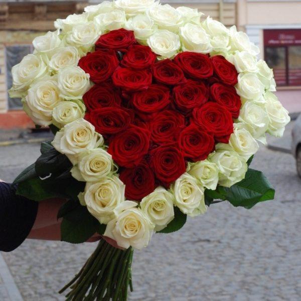 серце з 51 троянди