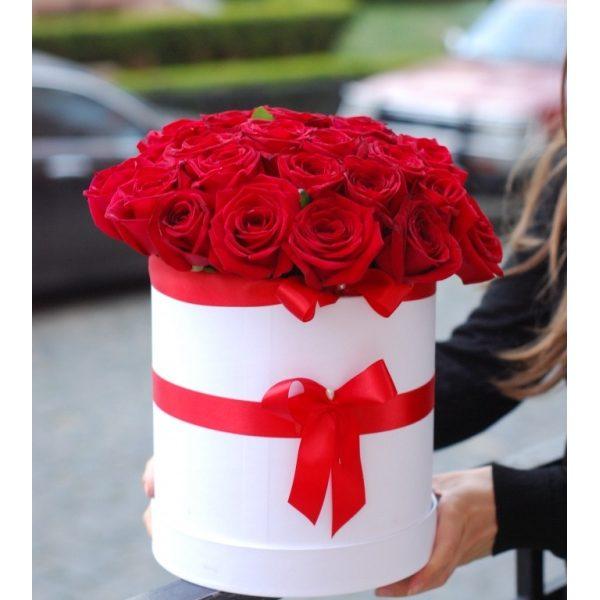 39 троянд в капелюшній коробці D20