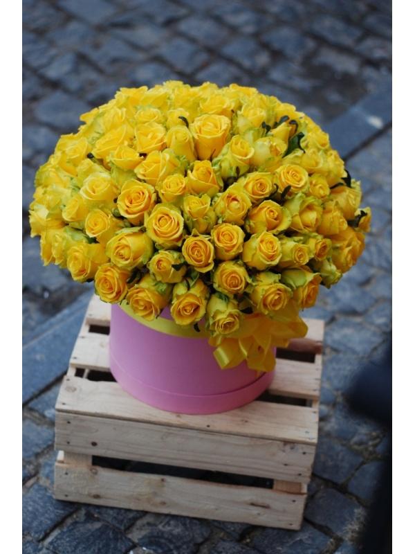 101 троянда в капелюшній коробці