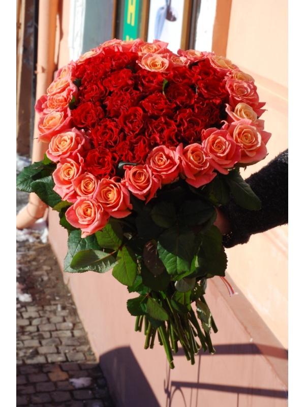 Серце з 45 троянд
