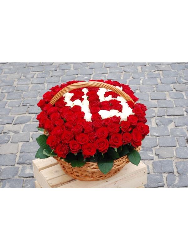 101 троянда в кошику з цифрами