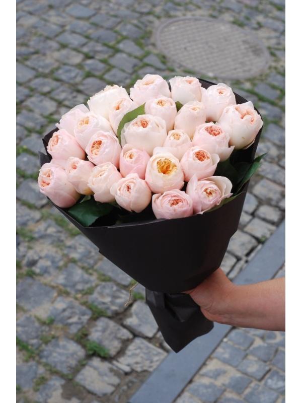 Букет піоновидних троянд Девіда Остіна