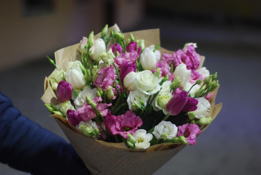 Ніжний з тюльпанів і еустом